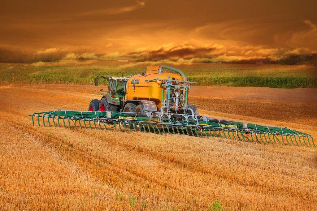 talajminta tractor uj